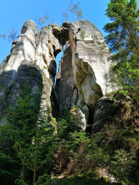 pieskovcové skalnaté sochy v skalnom meste Adršpach