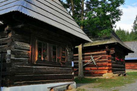Oravské tradičné drevenice