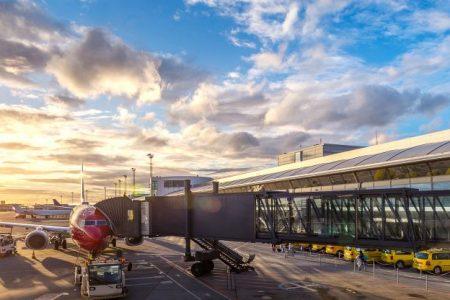 letisko Paríž Orly - pasažieri sa naľodujú do lietadla