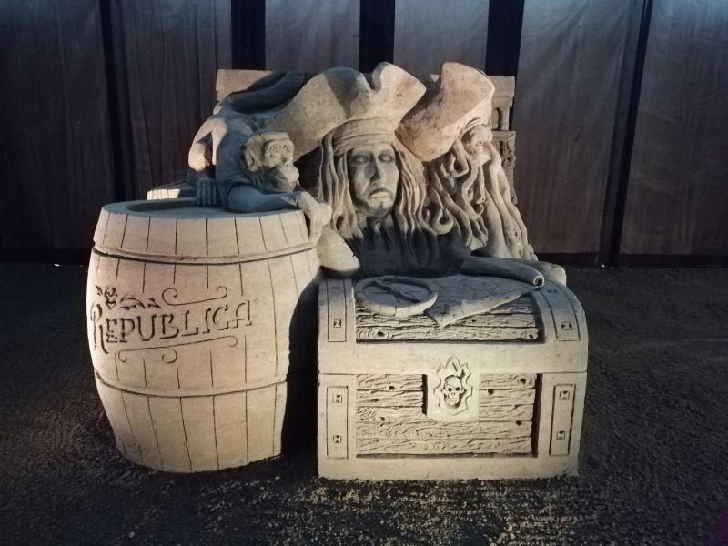 Kráľovstvo Hrabovo - sochy z piesku Piráti z Karibiku
