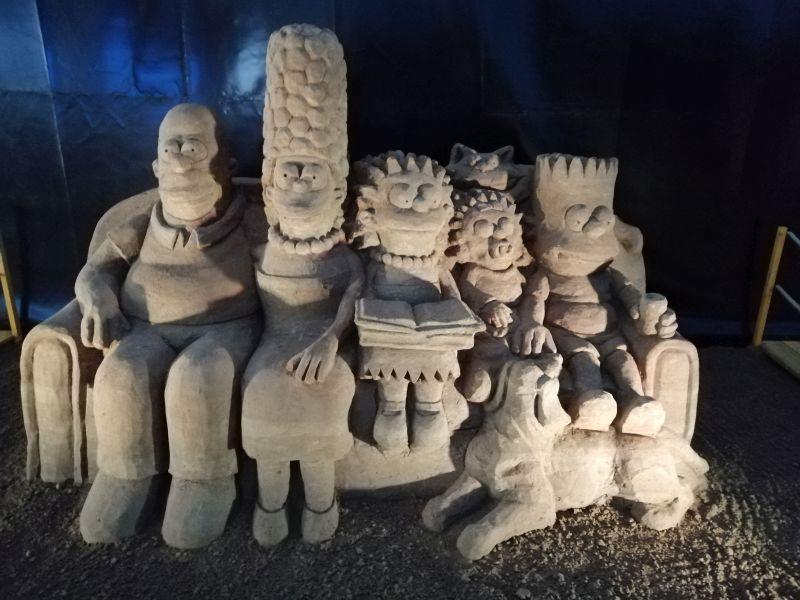 Kráľovstvo Hrabovo - sochy z piesku Simsonovci