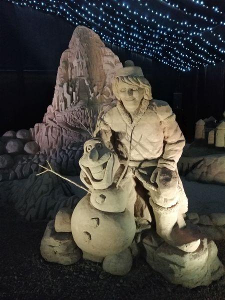 Kráľovstvo Hrabovo - sochy z piesku Frozen Olaf