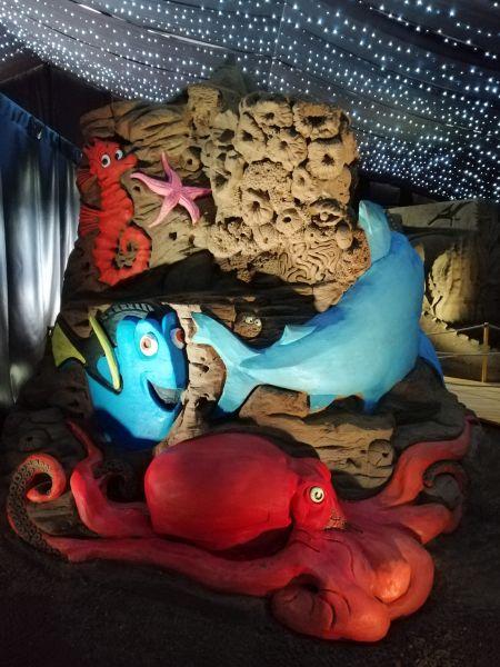 Kráľovstvo Hrabovo - sochy z piesku Hľadá sa Nemo a Dory