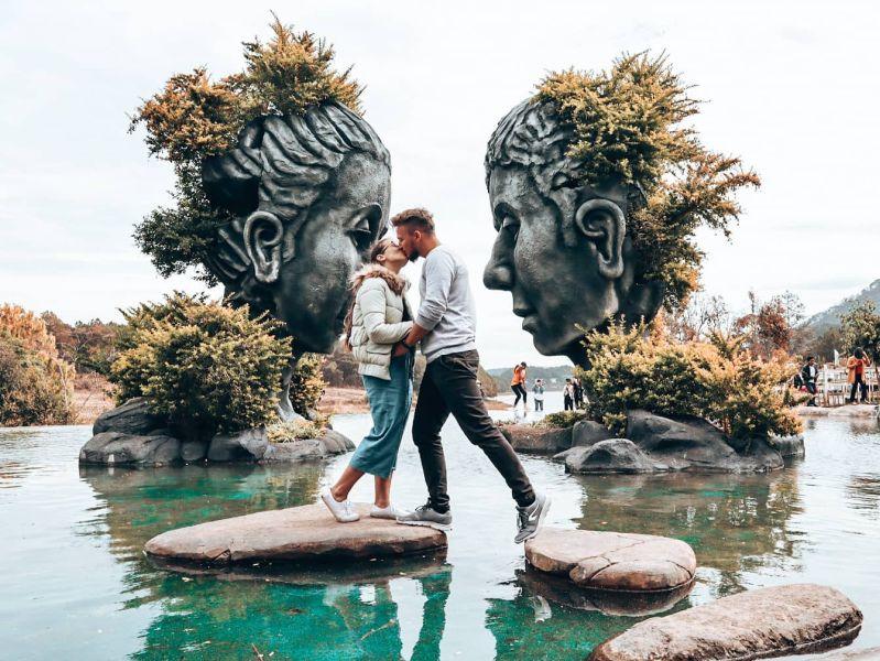 zamilovaná dvojica v exotike
