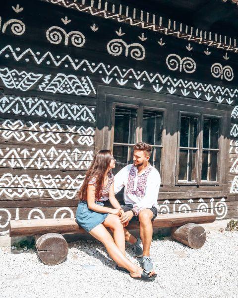 Mladá dvojica v Čičmanoch